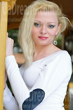 Svetlana from Simferopol 26 years - carring woman. My small public photo.