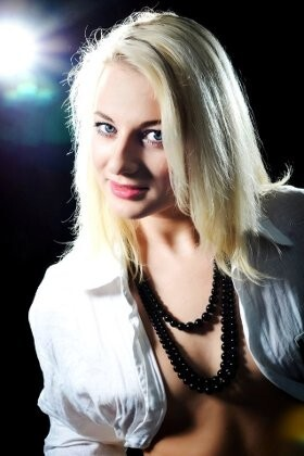 Anna from Rovno 21 years - charm and softness. My big primary photo.