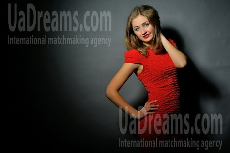 Alina from Simferopol 20 years - wants to be loved. My small public photo.