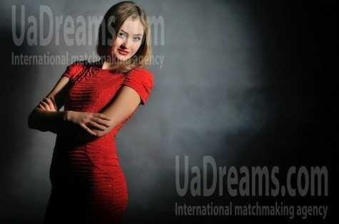 Alina from Simferopol 21 years - bride for you. My small public photo.