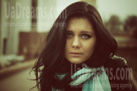 Olya from Poltava 27 years - look for a man. My small public photo.