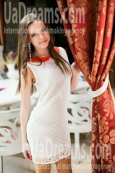 Vicky from Nikolaev 19 years - Warm-hearted girl. My small public photo.