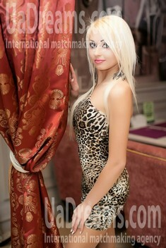 Violetta from Nikolaev 27 years - introduce myself. My small public photo.