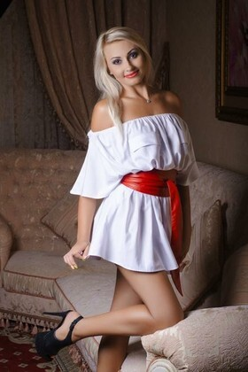 Violetta from Nikolaev 28 years - Warm-hearted girl. My small primary photo.