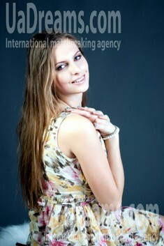 Anna from Rovno 20 years - romantic girl. My small public photo.