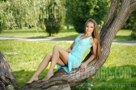 Alla from Rovno 27 years - clever beauty. My small public photo.