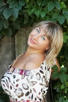 Oxana from Odessa 41 years - searching life partner. My small primary photo.