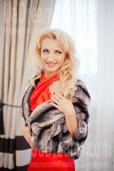 Sveta from Poltava 44 years - clever beauty. My small public photo.