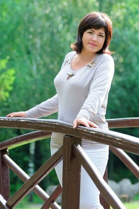 Elena from Cherkasy 41 years - future bride. My small primary photo.