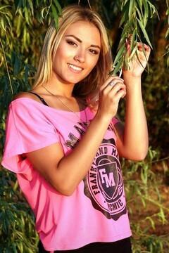 Nastya from Zaporozhye 18 years - intelligent lady. My small primary photo.