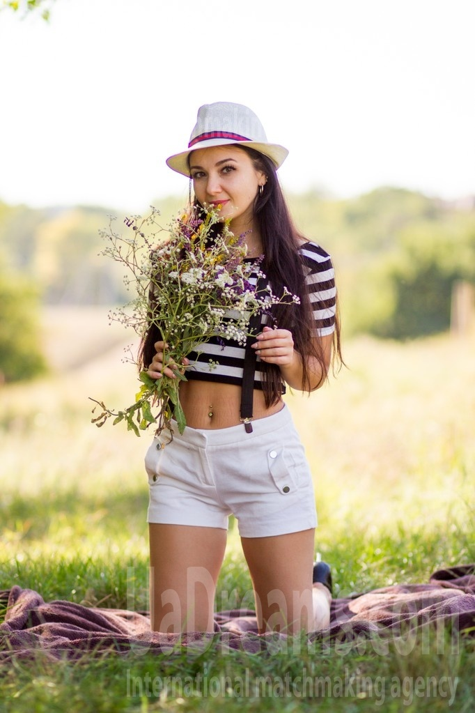 Alesya from Dnipro 28 years - morning freshness. My small public photo.