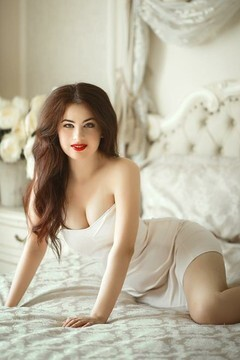 Nastya from Kiev 25 years - hot lady. My mid primary photo.