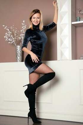 Tanechka from Zaporozhye 35 years - romantic girl. My small primary photo.