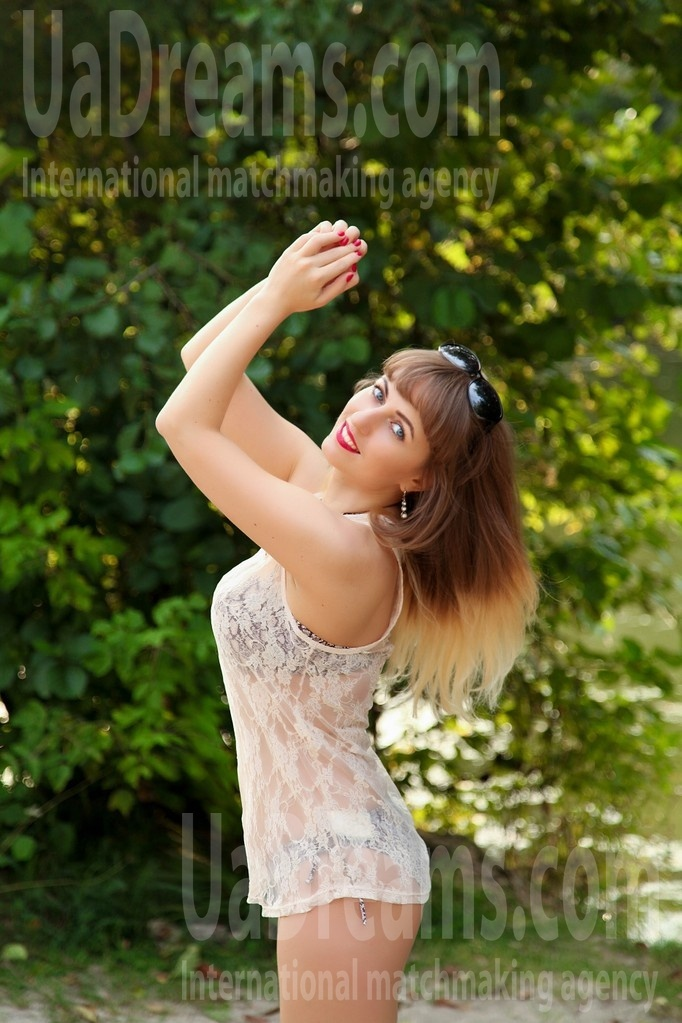 Julia from Sumy 28 years - hot lady. My small public photo.