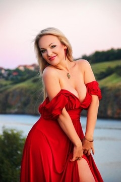 Julie from Zaporozhye 34 years - beautiful and wild. My mid primary photo.