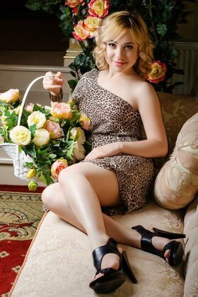 Svetlana from Nikolaev 24 years - waiting for husband. My small primary photo.
