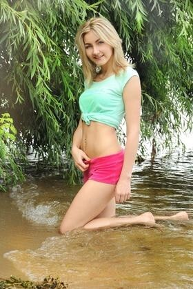 Helena from Cherkasy 20 years - nice fiancee. My small primary photo.