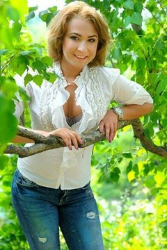 Annie from Cherkasy 23 years - creative image. My mid primary photo.
