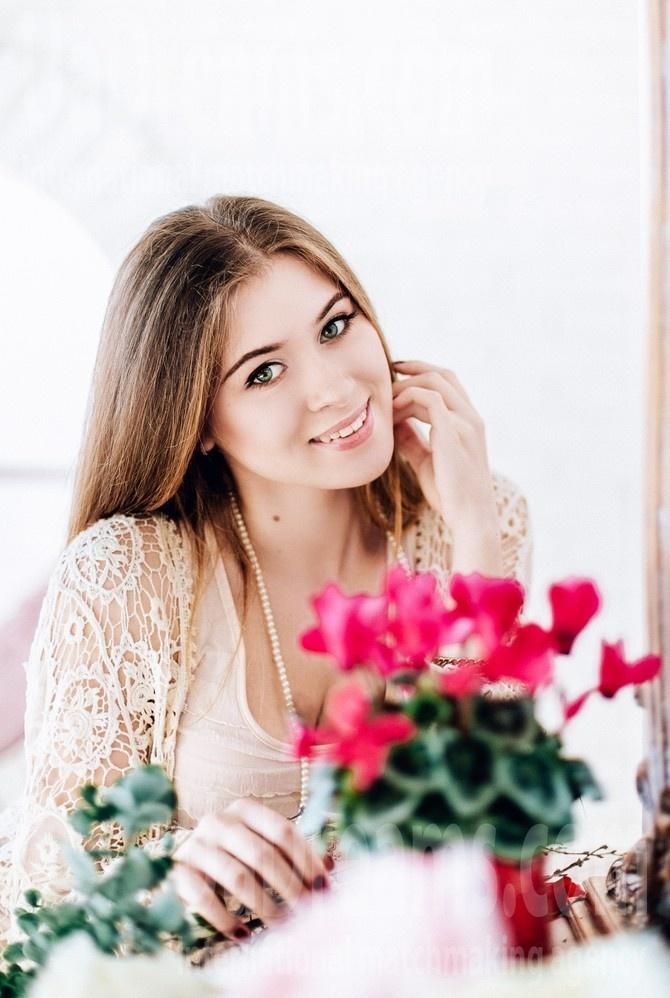 Marina from Poltava 23 years - bright smile. My small public photo.