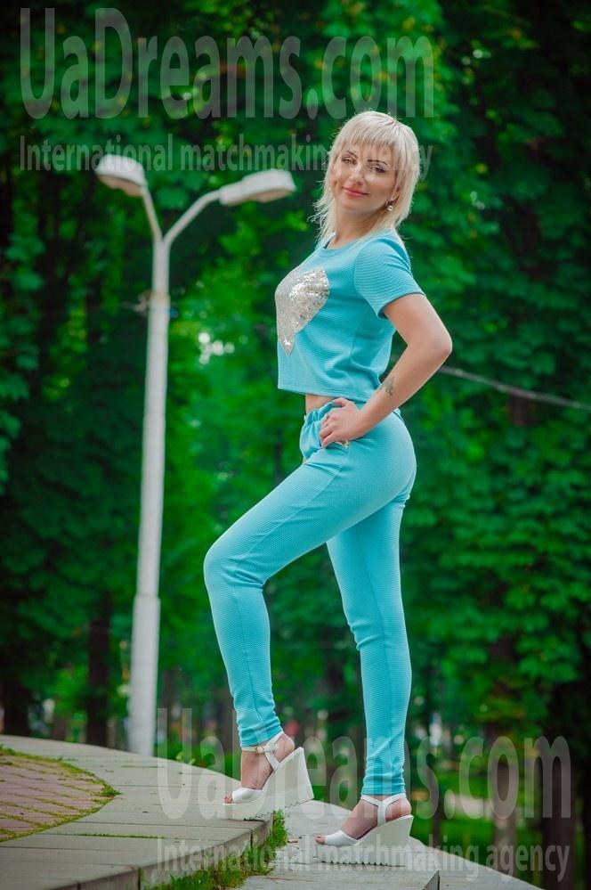 Marina from Dnepropetrovsk 35 years - sunny day. My small public photo.