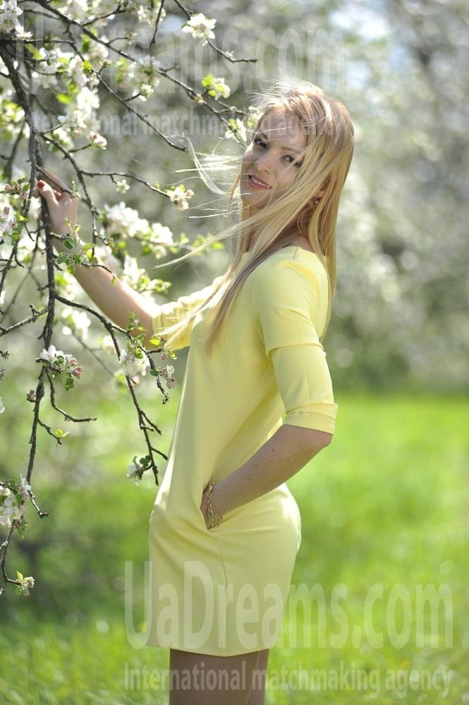 Mariya from Ivanofrankovsk 33 years - hot lady. My small public photo.
