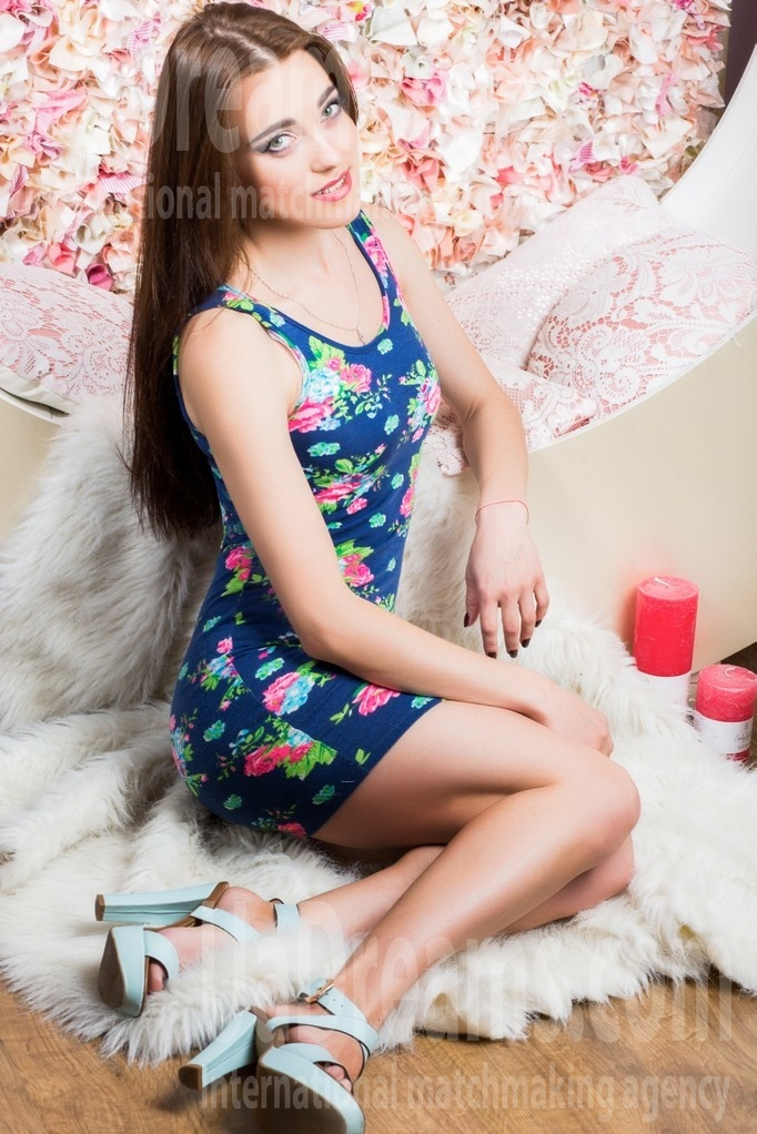 Daria from Lutsk 25 years - searching life partner. My small public photo.