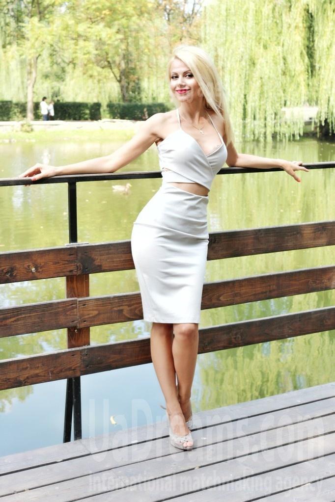 Oksana from Ivanofrankovsk 35 years - Warm-hearted girl. My small public photo.
