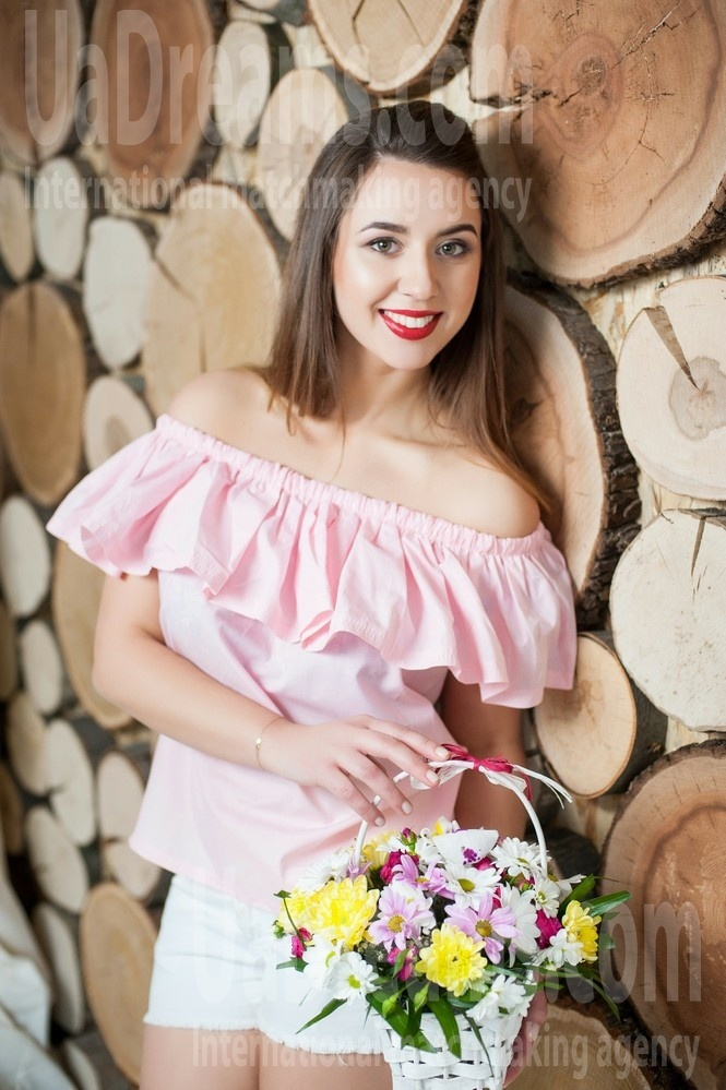 Lena from Ivanofrankovsk 20 years - smiling for you. My small public photo.