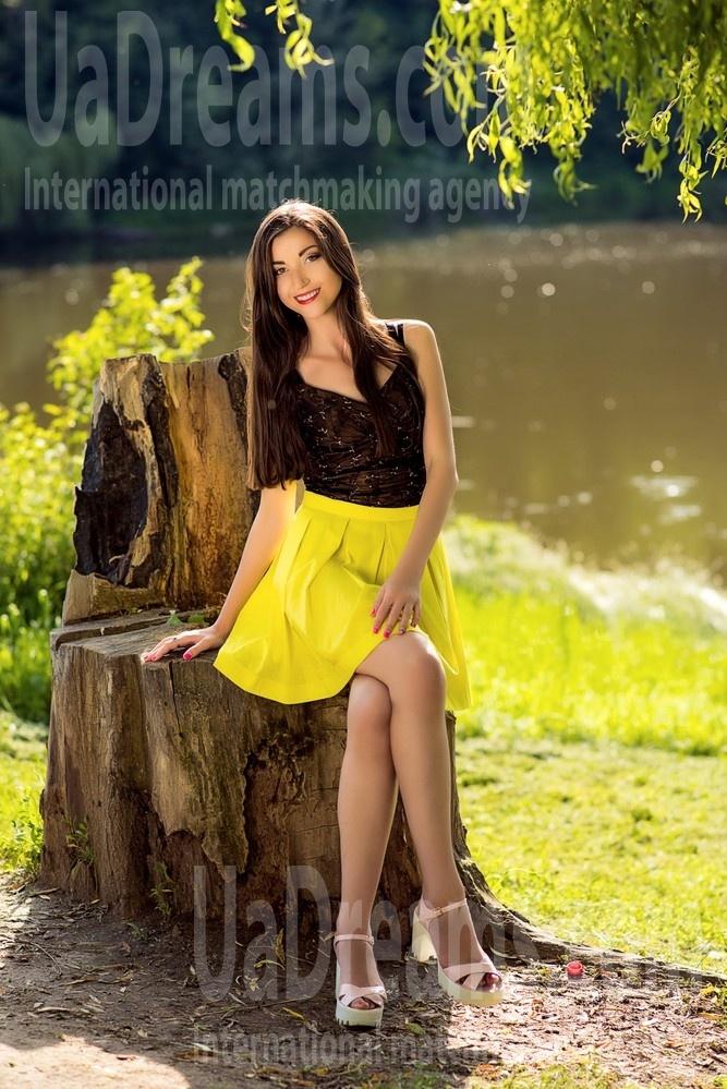 Yanochka from Poltava 25 years - ukrainian woman. My small public photo.