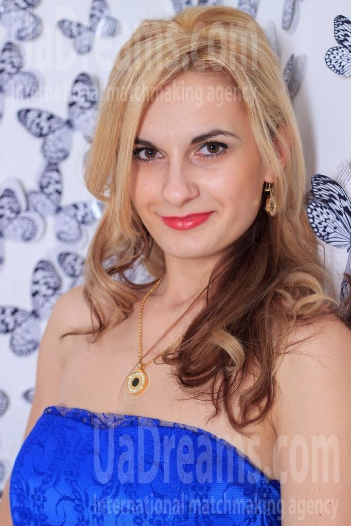 Alenka from Zaporozhye 27 years - amazing appearance. My small public photo.