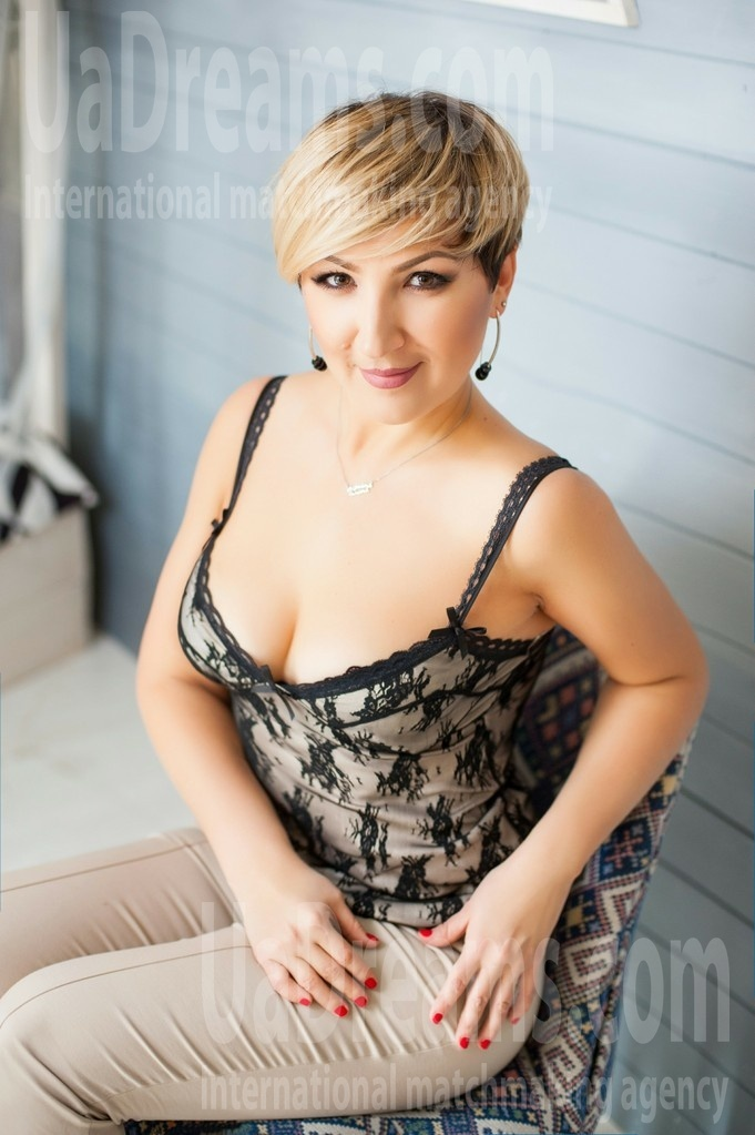 Oksana from Ivanofrankovsk 36 years - nice fiancee. My small public photo.