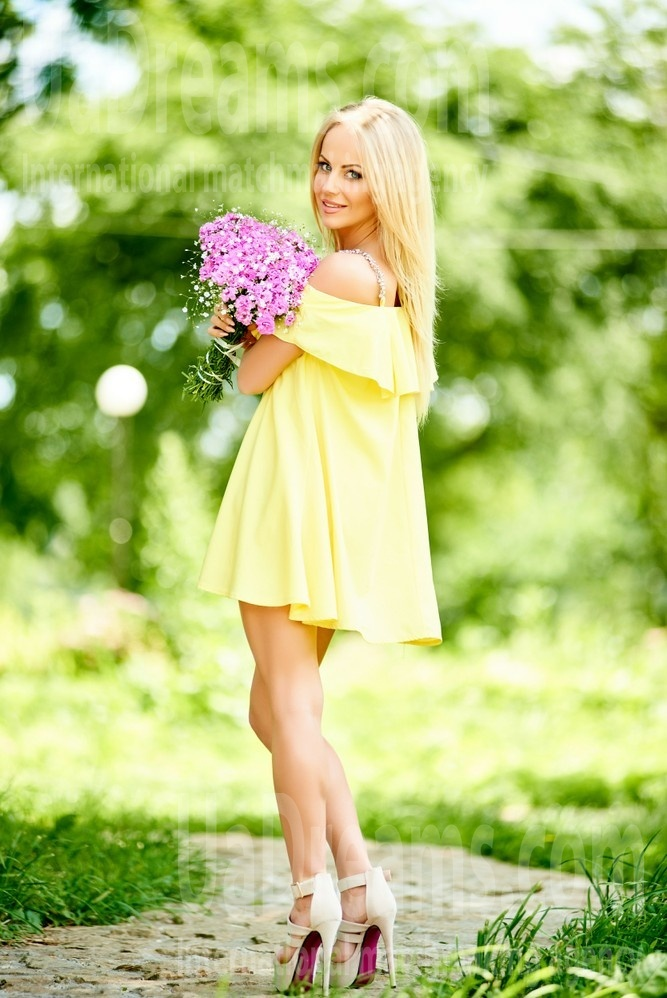 Lesia from Ivanofrankovsk 28 years - great weather. My small public photo.