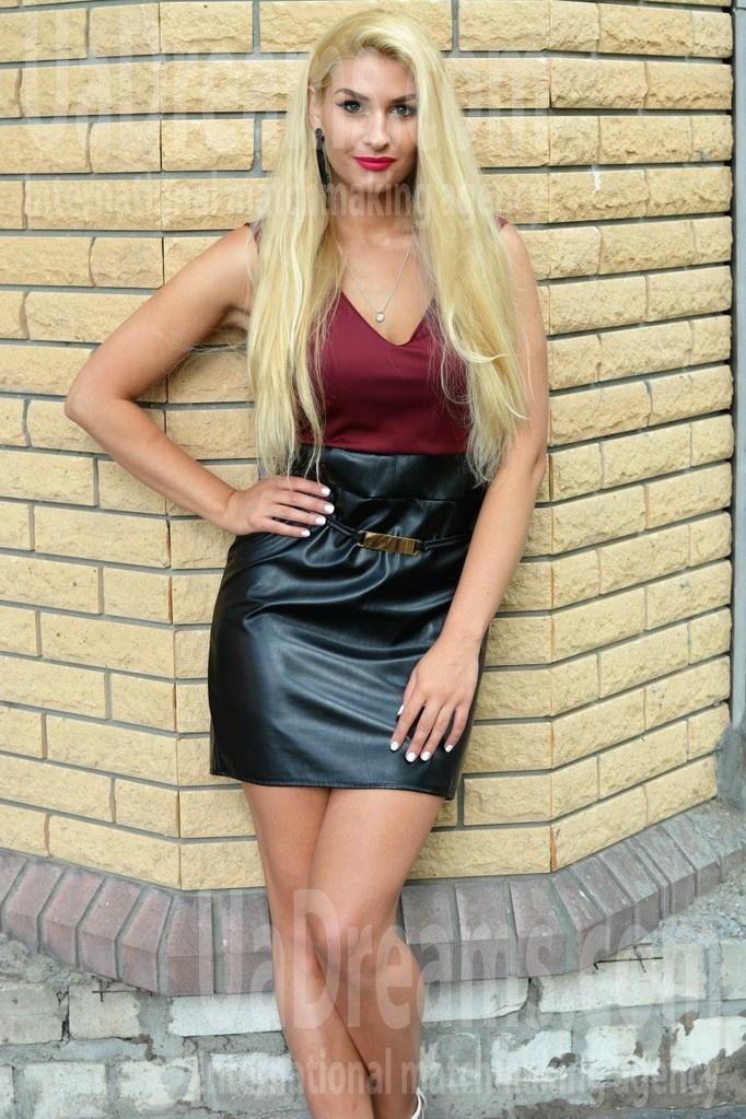 Irina from Kremenchug 25 years - carring woman. My small public photo.