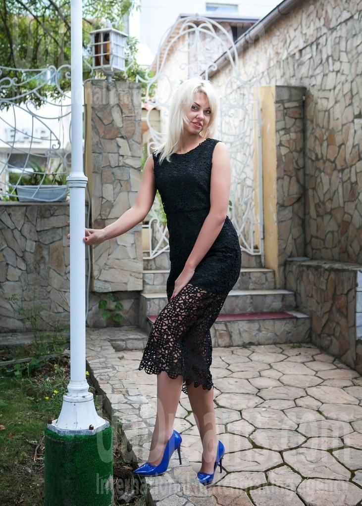 Elena from Odessa 30 years - single lady. My small public photo.