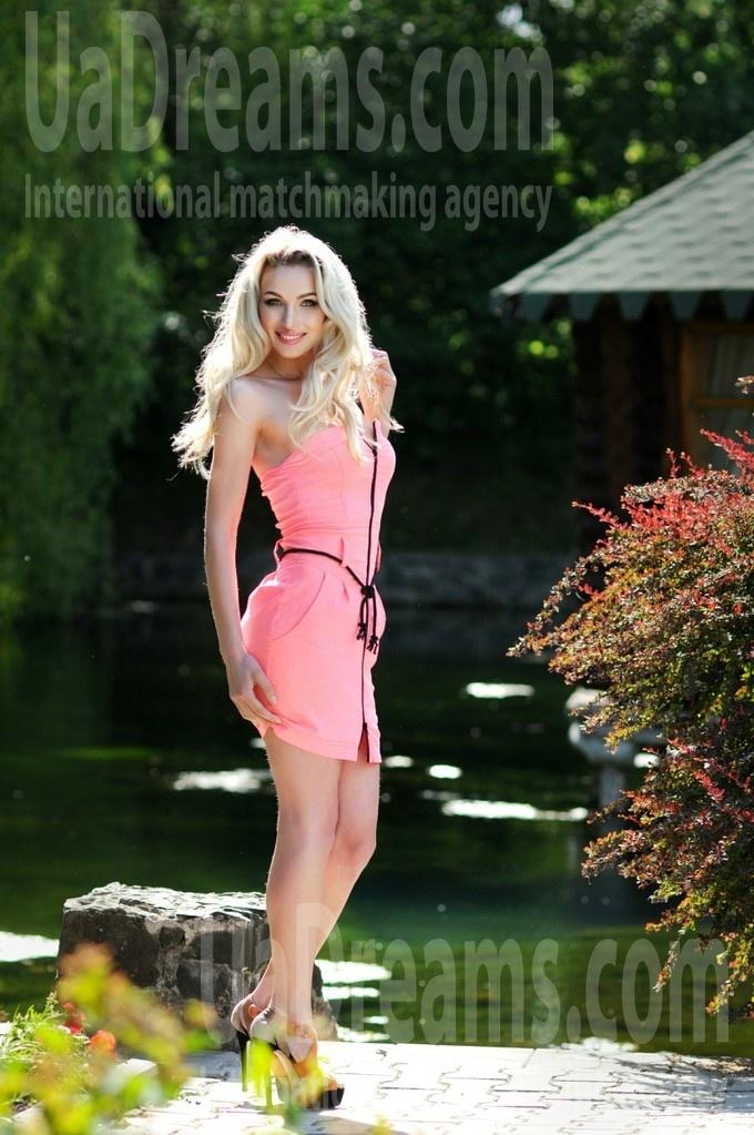 Marisha from Rovno 29 years - seeking man. My small public photo.