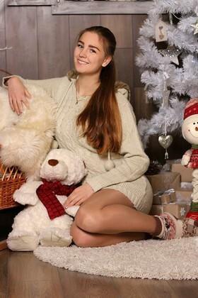 Olenka from Zaporozhye 18 years - photo gallery. My small primary photo.