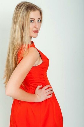 Olga from Odessa 19 years - ukrainian woman. My small primary photo.