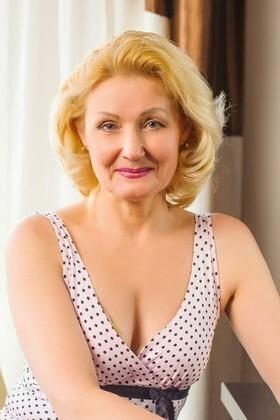Galya from Ivanofrankovsk 54 years - nice smile. My small primary photo.
