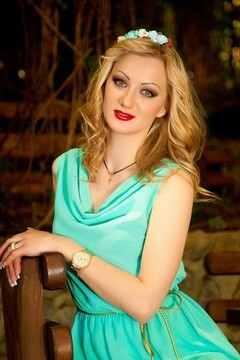 Evgeniya from Sumy 27 years - cool photo shooting. My small primary photo.