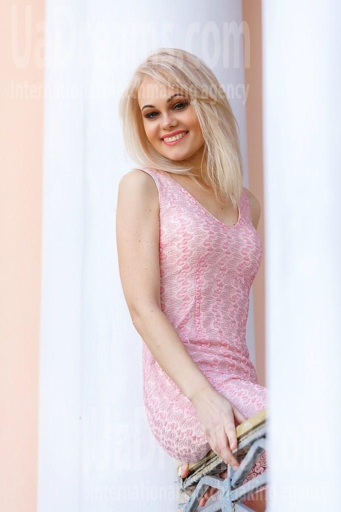 Alyona from Kremenchug 42 years - favorite dress. My small public photo.