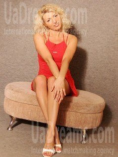 Olya from Lutsk 34 years - easy charm. My small public photo.