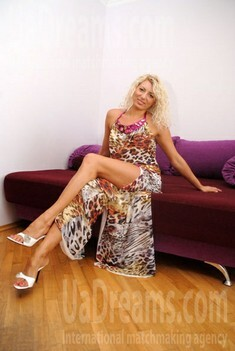 Olya from Lutsk 34 years - single lady. My small public photo.