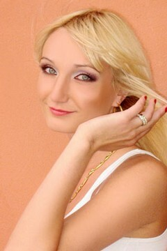 Irina from Lutsk 29 years - wants to be loved. My mid primary photo.