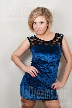 Zina from Lutsk 23 years - easy charm. My small public photo.