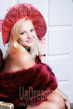 Lyuda from Lutsk 26 years - Warm-hearted girl. My small public photo.