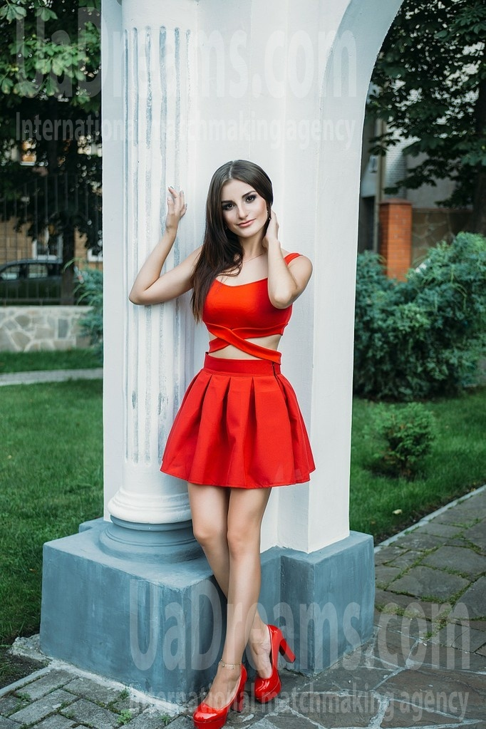 Lenochka from Sumy 22 years - amazing girl. My small public photo.