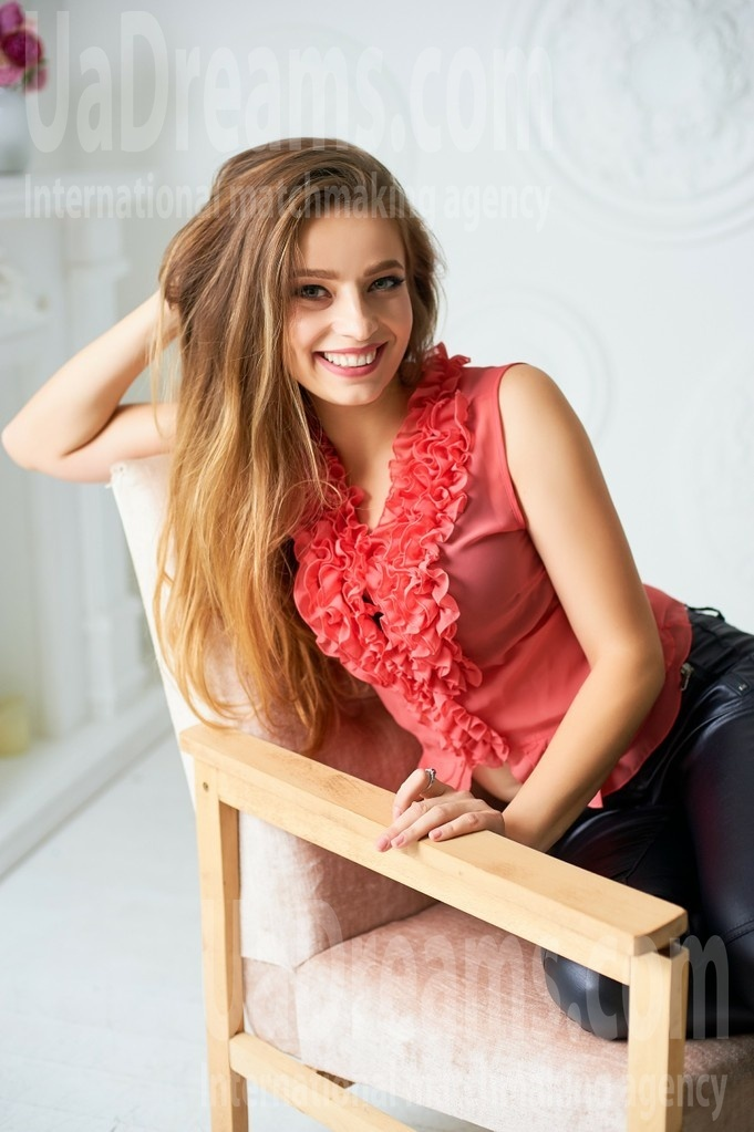 Ira from Ivanofrankovsk 26 years - charm and softness. My small public photo.