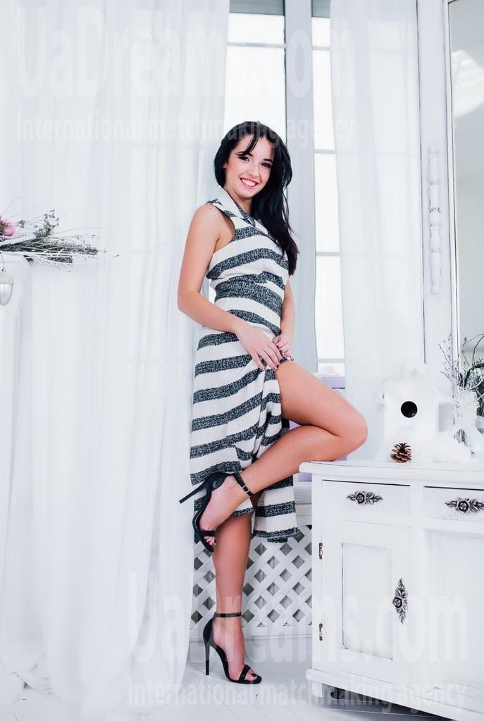 Lena from Cherkasy 29 years - happy woman. My small public photo.