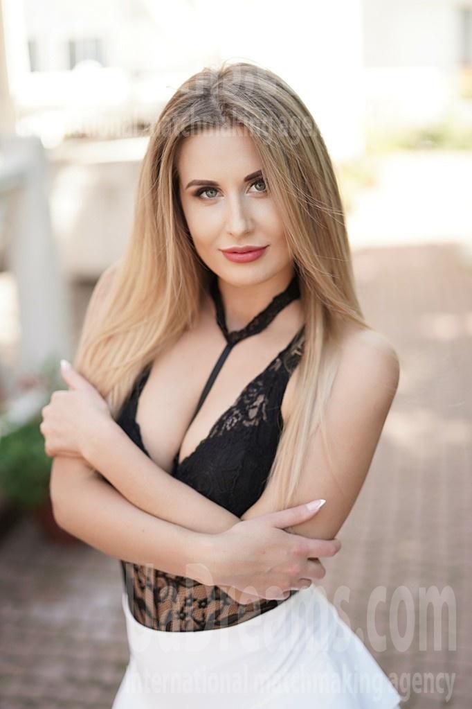 Svetlana 22 years - sexy lady. My small public photo.