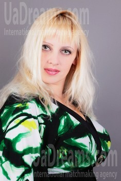 Julia from Simferopol 37 years - attentive lady. My small public photo.